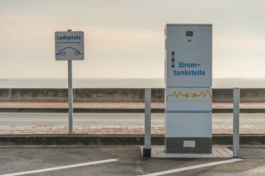 Ladeplatz & Stromtankstellen